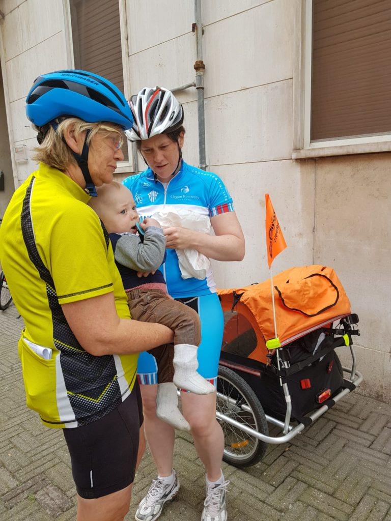 Jacob's wife, daughter and grandson having a break before to start the tour.
